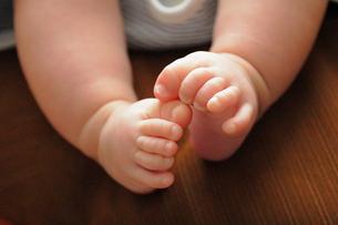 赤ちゃんの足 FYI00185614