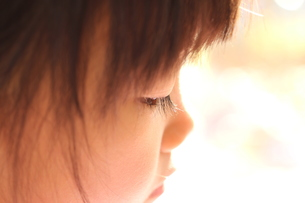 少女の横顔 FYI00186700