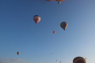 トルコ カッパドキア 気球の浮かぶ空 FYI00192890