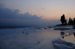 トルコ パムッカレ 石灰棚の夕日 FYI00192901