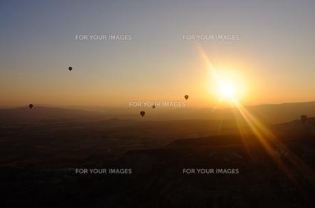 トルコ カッパドキア 気球から日の出 FYI00192906