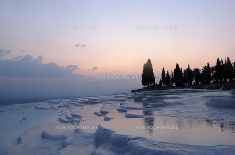 トルコ パムッカレ 石灰棚の夕日 FYI00192909