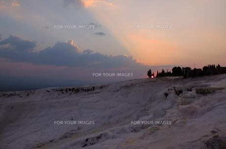 トルコ パムッカレ 石灰棚の夕日 FYI00192913
