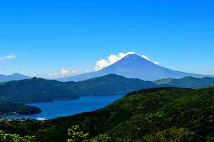 夏の富士山と芦ノ湖 FYI00193530