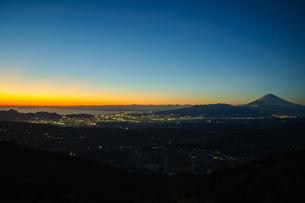 夕暮れの富士山 FYI00193568