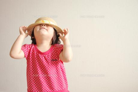 麦わら帽子と女の子 FYI00204676