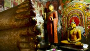 ダンブッラ石窟寺院 第一窟 FYI00213043