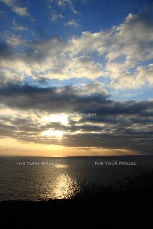 光芒の見える朝陽 FYI00213388