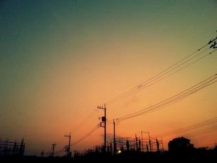 小さな街に夕暮れのコントラスト FYI00219479
