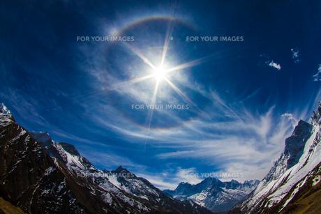 ヒマラヤの太陽と空 FYI00222055