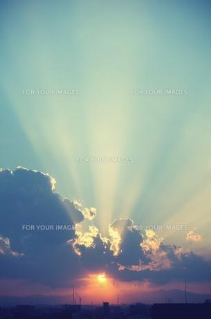 夕陽と光芒 FYI00226131