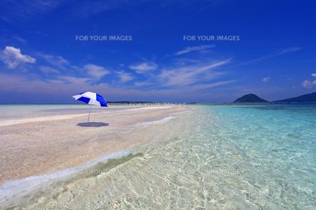 沖縄の美しい海と夏空 FYI00232025
