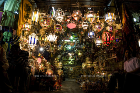 モロッコ、マラケシュのランプシェード売り FYI00232986