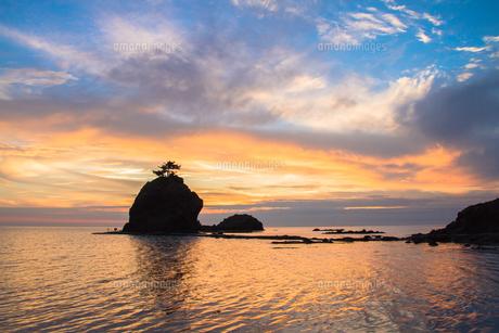 柏崎市・恋人岬から見た日本海の夕焼け FYI00245822