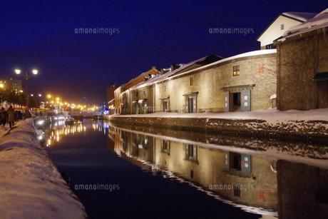 冬の小樽運河の夜景 FYI00261318