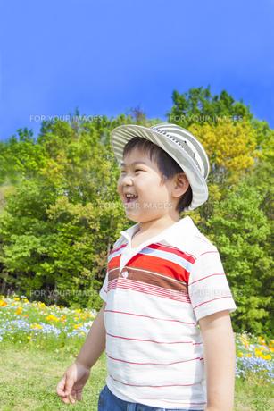 笑顔の子供 FYI00264873