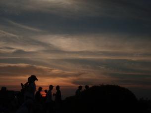 夏の夕焼と人影 FYI00265606