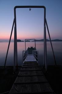 夜明け前の桟橋 FYI00266019