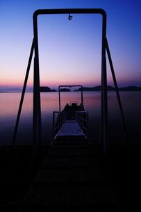 夜明け前の桟橋 FYI00266031