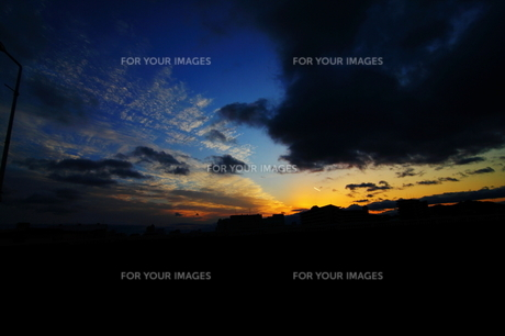 夕暮れ空と雲 FYI00266037