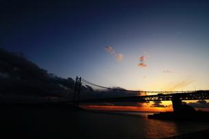 夕暮れの橋と空 FYI00266071