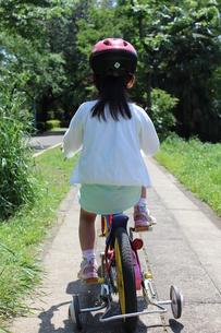 自転車に乗る女の子 FYI00271703