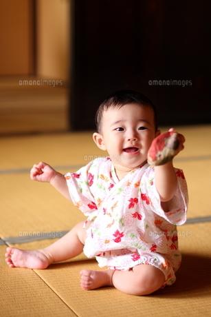 浴衣姿の赤ちゃん FYI00283676