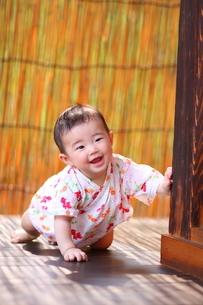 浴衣姿の赤ちゃん FYI00283680