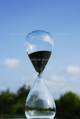 砂時計と青空 FYI00303809