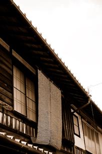 簾のある長屋の二階 FYI00304776