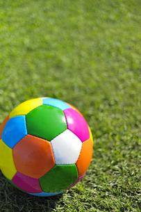 カラフルなサッカーボール(縦) FYI00304815