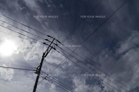 空と雲と電線 FYI00311445