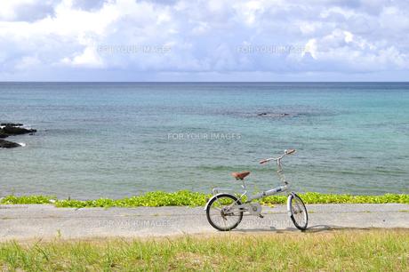自転車と夏の海 FYI00313208