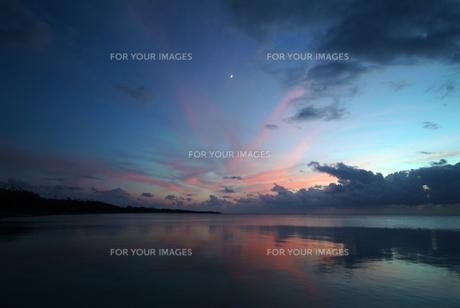 竹富島西桟橋より月を見る FYI00315380