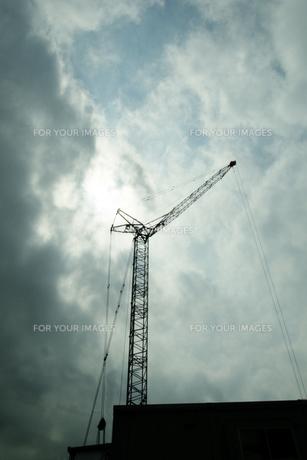 空とクレーン FYI00317729