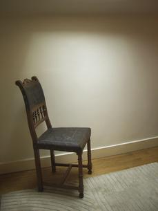 天窓の光と椅子 FYI00317733