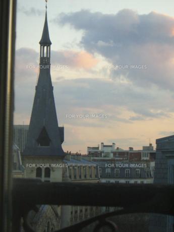 窓から見えるパリの景色 FYI00317740