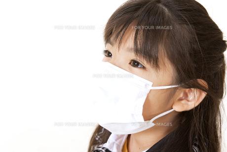 マスクをつけた女の子 FYI00318503