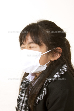マスクをつけた女の子 FYI00318515