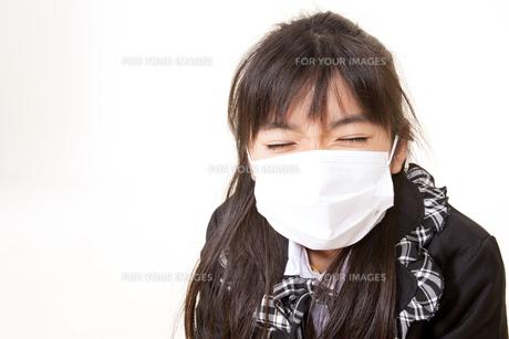 マスクをつけた女の子 FYI00318534