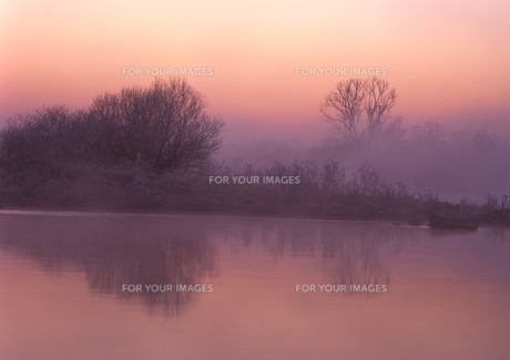 川霧に包まれて (12月) FYI00319089