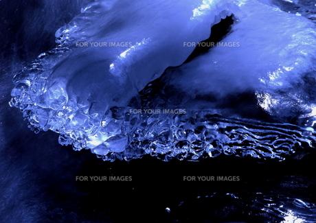 渓谷のキラキラ氷 FYI00319091
