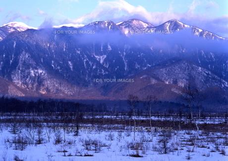 冬の山と戦場ヶ原  FYI00319096