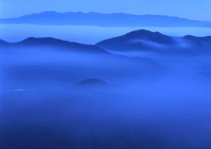 雲海に浮かぶ山並み FYI00319117