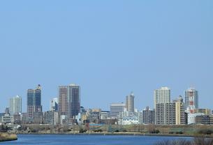 川の向こうの未来都市 FYI00319147