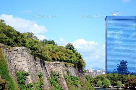 ビルの中の大阪城 FYI00322058