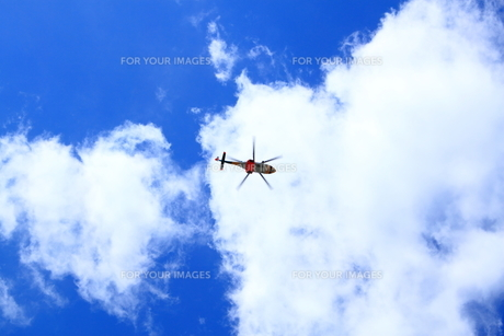 青空とヘリコプター FYI00322074