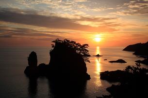 隠岐の島浄土ヶ浦の朝焼け FYI00322155