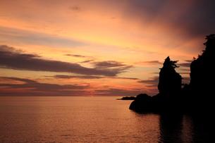 隠岐の島浄土ヶ浦の朝焼け FYI00322181