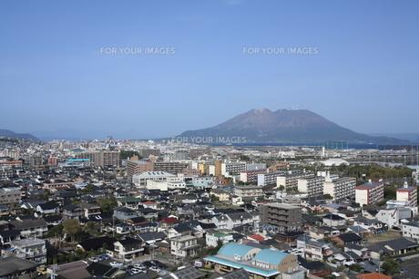 鹿児島市内方面から桜島を望む FYI00323296